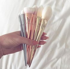 Makeup Ideas: Love these real techniques brushes. Pretty brushes you don't have to hide. Makeup Ideas: Love these real techniques brushes. Pretty brushes you don't have to hide. Makeup Goals, Love Makeup, Makeup Tips, Hair Makeup, Makeup Style, Makeup Ideas, Cheap Makeup, Makeup Box, Crazy Makeup