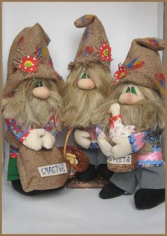 Fantastic Christmas decoration tips are offered on our internet site. Scandinavian Gnomes, Scandinavian Christmas, Christmas Gnome, Christmas Crafts, Christmas Decorations, Needle Felting Tutorials, Crochet Birds, Sewing Toys, Doll Crafts