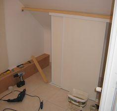 Comment faire un dressing sous pente soi m me - Comment poser des portes de placard coulissantes sous pente ...