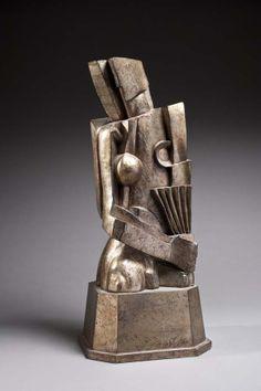 Sculpture cubiste représentant une femme à l'éventail, en bois doré