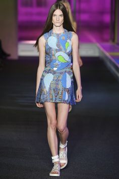 See all the Collection photos from Peter Pilotto Spring/Summer 2015 Ready-To-Wear now on British Vogue Spring Fashion, High Fashion, Fashion Show, Fashion Outfits, Fashion Design, London Fashion, Spring Summer Trends, Spring 2015, Online Fashion Magazines
