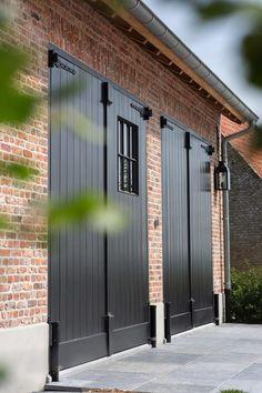 Modern Garage Doors, Garage Door Design, Garage To Living Space, Garage Door Makeover, Carriage Doors, Barn Renovation, Garage Apartments, Dream House Exterior, Architect Design