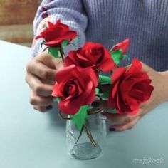 Rosas de Papel Origami, Diy, Crafts, Amor, Shopping, How To Make Paper Flowers, Giant Paper Flowers, Boyfriend Stuff, Gift Boxes