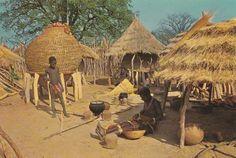 315 - Angola - Cena num chumbo (habitação) Cuamato