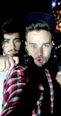 Liam and Zayn taking a selfie in Hong Kong Teenage Dirtbag, Till The End, Hero 3, Zayn Malik, Liam Payne, My Sunshine, My Boyfriend, Funny Cute, One Direction