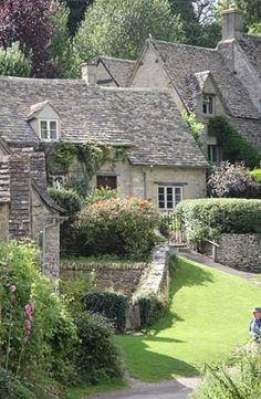 English cottage  xo--FleaingFrance