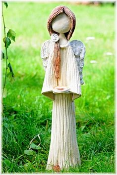 Mám+srdce+na+dlani.....+Anděl+ze+šamotové+hlíny,+zdoben+tavným+sklem.+Vysoký+cca+55+cm. Diy Angels, Handmade Angels, Pottery Sculpture, Pottery Art, Salvador Dali Artwork, Clay Angel, Pottery Angels, Ceramic Angels, Sculptures Céramiques