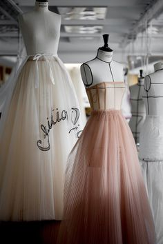 Making the tulle dress from the Dior haute couture fashion show in Shanghai Photo credit: Sophie Carre - Dior Haute Couture, Couture Week, Couture Looks, Style Couture, Couture Details, Dress Dior, Christian Dior, Look Chic, Tulle Dress