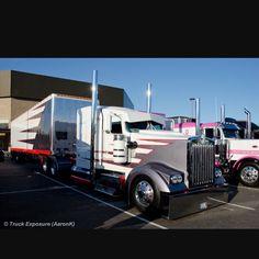 Shall I go live?? ▫️ ▫️ ▫️ Follow ◼️ @truckingkingz ◼️ @largecarsmafia ◼️ @northernlargecars ◼️ @eastcoastsikrigs #usaworktruck #slammedsemis #largecar #peterbilt #kenworth #eastcoastsikrigs