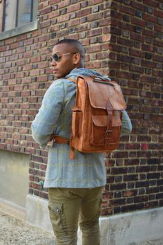 One of the best looking small leather satchel backpack for your macbook, netbook and any other small laptops. With padded backstraps and canvas lining. Vintage Leather Backpack, Leather Laptop Backpack, Satchel Backpack, Brown Leather Backpack, Leather Satchel, Leather Bags, Leather Backpacks, Messenger Bag, Hipster Backpack