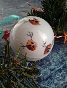 Rénszarvasos karácsonyi gömbdísz - Mom With Five Christmas Balls, Christmas Ornaments, Bulb, Mom, Holiday Decor, Home Decor, Christmas Baubles, Decoration Home, Room Decor