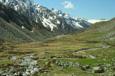 Itinerario 9 - Uno scorcio della Valle Adamè (foto di L.Zamprogno), una delle valli più belle del Parco dell'Adamello, al centro del Programma Territoriale Val Saviore dell'Associazione Uomo e Territorio Pro Natura (www.uomoeterritoriopronatura.it).