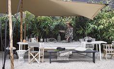 Home safari: haal de Afrikaanse sferen in eigen tuin | vtwonen Outdoor Dining, Outdoor Spaces, Outdoor Decor, Paradis Tropical, Garden Deco, Modern Backyard, Brick Patios, Outside Living, Lampe Led