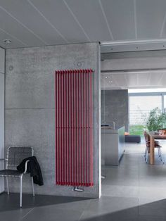 The contemporary Zehnder Excelsior has narrow, horizontal, flattened oval steel tubes which are lightweight and give a high heat output. Low water content means that the Excelsior has a fast reaction time and heats up your home quickly. House Design, Bedroom Heater, House Styles, Radiators Modern, Modern Interior Design, Interior Design, Salon Interior Design, Modern, Decorative Radiators