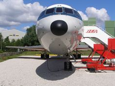 BEA preserved Trident, checkout the side set front nose wheel. Tren de morro asimétrico, visible en el Trident conservado G-AWZK. British European Airways, Manchester Airport, Airplane Photography, Boeing 727, Cargo Airlines, Commercial Aircraft, Trident, Circle Of Life, Vintage Colors