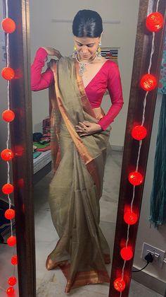Best Blouse Designs, Bridal Blouse Designs, Indian Designer Outfits, Indian Outfits, Sabyasachi Bridal Collection, Kerala Saree Blouse Designs, Chikankari Suits, Saree Jewellery, Simple Sarees