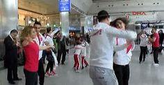 Milli dansçıların Atatürk Havalimanı'nda gösterisi