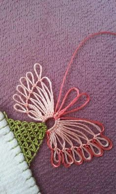 This Pin was discovered by Hül Needle Lace, Bobbin Lace, Needle And Thread, Crochet Unique, Creative Embroidery, Point Lace, Lace Making, Handicraft, Needlepoint