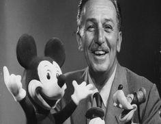 Walt Disney (1901-1966) fue un productor, director, guionista y animador estadounidense, con posibles orígenes españoles. Gracias a su gran cantidad de aportaciones a la industria del entretenimiento del siglo XX, es considerado un icono internacional dentro de la historia del cine...