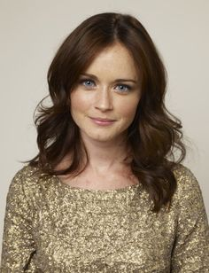 Alexis Bledel love the hair colour Vintage Hairstyles, Pretty Hairstyles, Wedding Hairstyles, Long Layered Haircuts, Layer Haircuts, Chestnut Hair, Morning Hair, Shave My Head, Alexis Bledel