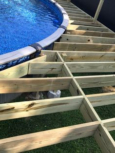 How to Deck all the way around an above ground pool Dicas para comprar uma piscina Oval Above Ground Pools, Best Above Ground Pool, In Ground Pools, Above Ground Pool Lights, Wood Pool Deck, Pool Deck Plans, Oberirdischer Pool, Swimming Pools Backyard, Above Ground Pool Landscaping