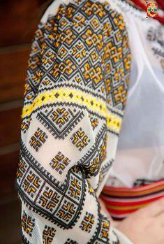 Friendship Bracelets, Boho Fashion, Folk, Costumes, Embroidery, Bohemian Fashion, Needlepoint, Popular, Dress Up Clothes