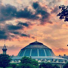 Les #Halles de #Paris, #ciel, #architecture, juin 2010 Paris Ciel, Halles, All Pictures, Places To Travel, Taj Mahal, Louvre, Architecture, Building, Instagram Posts