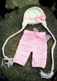 Conjunto confeccionado em crochê em fio antialérgico  Detalhes pedrinha de strass  Cor rosa/creme  Tamanhos RN/ 1 a 3/3 a 6 meses