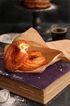 Receta de Anna Olson (crullers) Food N, Bagel, Donuts, Breakfast Recipes, Sweet Tooth, Yummy Food, Favorite Recipes, Sweets, Baking