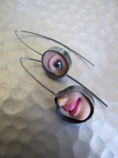 Jewelry Made From Barbie Doll Parts Weird Jewelry, Jewelry Art, Jewelry Accessories, Fashion Jewelry, Unique Jewelry, Jewellery, Jewelry Ideas, Broken Doll, Bizarre