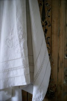 Finella's linens #carrymehome #amreading #historicalromance www.dorothyadamek.com