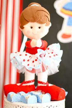 Boneca Bailarina em feltro e tecido