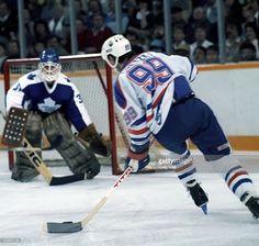 Sports Trophies, Hockey Rules, Hockey World, Wayne Gretzky, St Louis Blues, Edmonton Oilers, Nfl Fans, National Hockey League, Toronto Maple Leafs