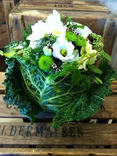 Vegetables, herbs and flowers. The bouquet of Jardin Divers, elegant flower boutique in Florence.