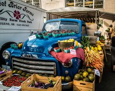 Clever/beautiful farmers market stand setup!