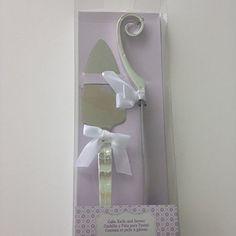 Wedding Cake Knife and Serving Set Wilton http://www.amazon.com/dp/B00NMRINR0/ref=cm_sw_r_pi_dp_9NXqvb1CCMTSF