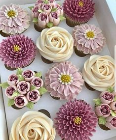 YES OR NO? flowers cupcakes in buttercream by These cupcakes are so amaziiiin… YES OR NO? flowers cupcakes in buttercream 💐🌸💐🌹 by These cupcakes are so amaziiiingand the colors are so beautiful! Cupcakes Flores, Flower Cupcakes, Wedding Cupcakes, Spring Cupcakes, Tea Party Cupcakes, Garden Cupcakes, Succulent Cupcakes, Cupcake Frosting, Cupcake Cookies