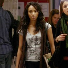 Outfit worn by Bonnie Bennett in The Vampire Diaries! Bonnie Bennett, Vampire Diaries, Celebrity Style, T Shirts For Women, Celebrities, Casual, Graham, Outfits, Originals
