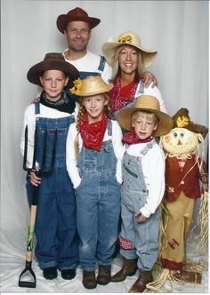 Farmer Girl Costume, Farmer Halloween Costume, Farmer Outfit, Handmade Halloween Costumes, Halloween Outfits, Cheap Halloween, Halloween 2019, Halloween Ideas, Toddler Girls