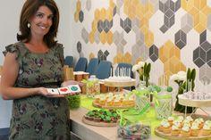 Sweet table / Candy Bar / Bar à bonbons thème green nature développement durable chez L'Oréal par Studio Candy - sablés décorés feuille, nuage, goutte, fleur, légumes, cake pops, cupcakes plantes