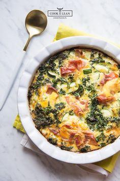 Zapiekanka śniadaniowa z jarmużem - Cook it Lean - sprawdzone paleo przepisy Calzone, Quiche, Healthy Recipes, Healthy Food, Paleo, Eat, Cooking, Breakfast, Healthy Foods