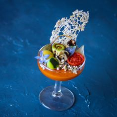 """1,562 """"Μου αρέσει!"""", 11 σχόλια - Foodstarz Media UG (@foodstarz_official) στο Instagram: """"Foodstar Piers Dawson (@piersdawson) shared a new image on the Foodstarz App /// Panzanella Martini…"""" Pickling Cucumbers, Food Items, Pickles, Martini, Acai Bowl, Mousse, Grilling, Tableware, Plating"""