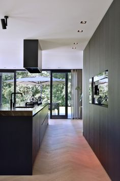- Lilly is Love Beautiful Kitchen Designs, Beautiful Kitchens, Black Kitchens, Home Kitchens, Rustic Kitchen Design, Kitchen Units, Kitchen On A Budget, Cuisines Design, Home And Deco