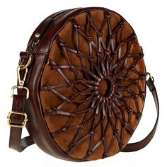 jenny bird leather weaved canteen bag – I love this bag, so versatile! Leather Art, Leather Pouch, Leather Tooling, Leather Purses, Leather Backpack, Leather Handbags, Leather Bags Handmade, Handmade Bags, Round Bag