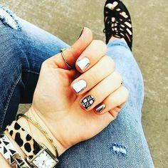 On #fridays we wear #chrome @kolbajams at it again with her adorable sense of #style #fallstyle #fallfashion #fallmanicure #chromenails #veganbeauty #nailart #nailbesties #fabulousfingers #thinksocial #crueltyfree #nailart #nailwraps #nails #manicure #nailpolish #beauty #nailswag #nailsofinstagram #notd #cute #fun #nailfie #beautiful