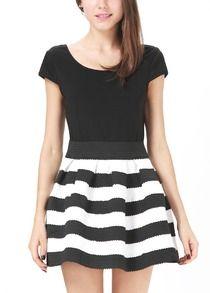 Black and White Short Sleeve V-back Striped Dress