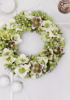 A beautiful wreath out of fresh flowers. Christmas Rose, Christmas Swags, Prim Christmas, Country Christmas, Winter Christmas, Christmas Decor, Wreaths And Garlands, Holiday Wreaths, Ribbon Wreaths