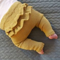 Knitted Children Trousers Models – Daily Posts for Women Knit Baby Dress, Knitted Baby Clothes, Baby Pants, Kids Pants, Knitting For Kids, Baby Knitting Patterns, Baby Sweaters, Baby Outfits, Knitwear