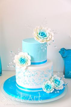 Sweet Art Cakes by Milbreé Moments: Crystal Ocean Blue Edible Roses Cake
