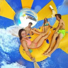 This is a great example for a picture on a vacation spread, whether it's from the summer or Easter/Christmas break. If a student goes to a water park and wants to take a picture to share in the yearbook, they can use a selfie stick or in this case a Go Pr Summer Goals, Summer Of Love, Summer Fun, Summer Pictures, Cute Pictures, Best Friend Goals, Best Friends, Gopro Photography, Youre My Person